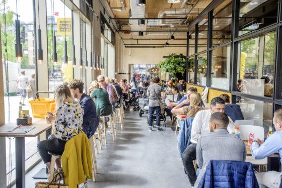 Foto8 het jumbo foodcafe met 250 zitplaatsen 560x374