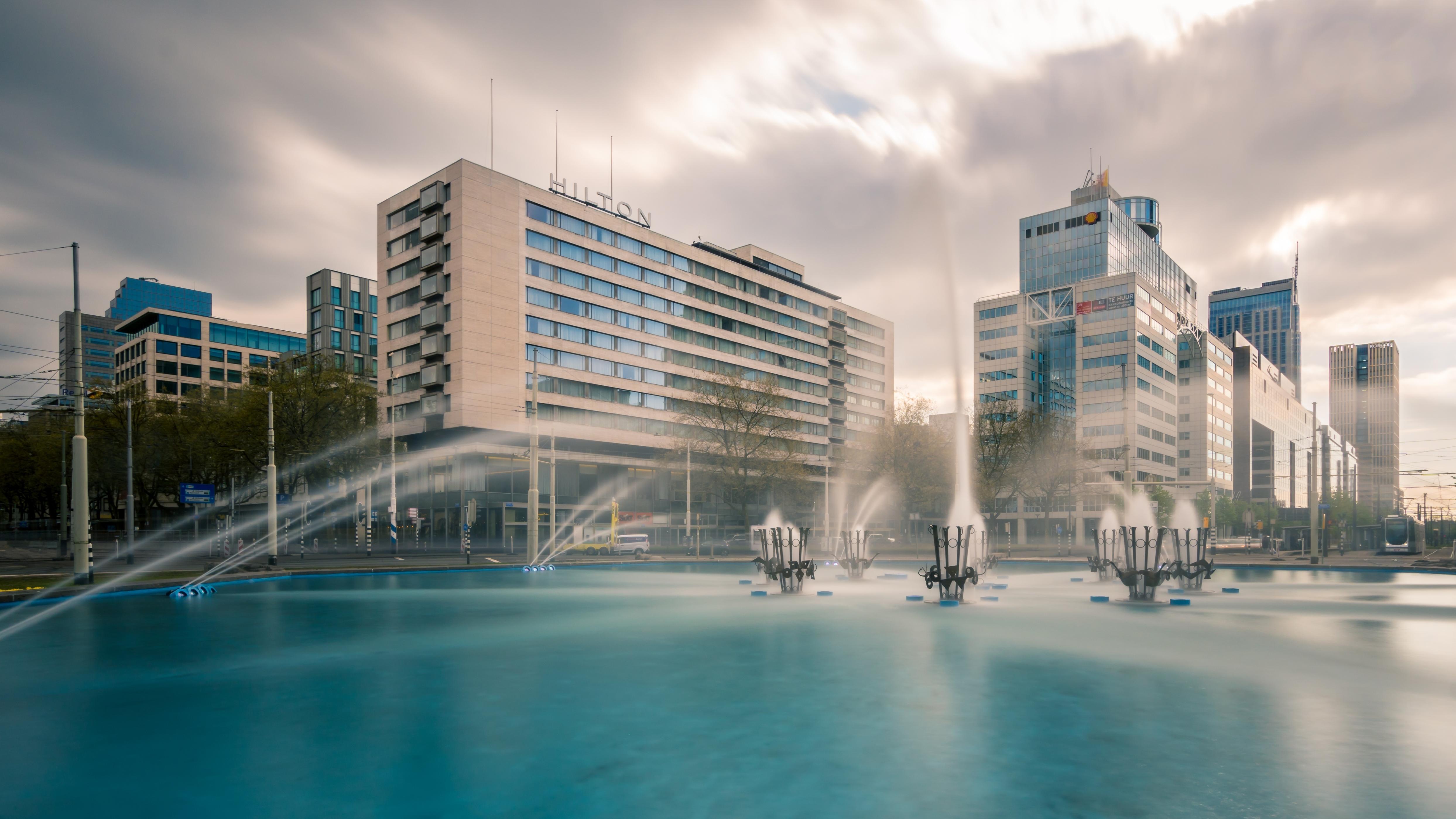 hilton 50 jaar Hilton Rotterdam viert 55 jarig bestaan met ludieke actie hilton 50 jaar