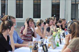500 mensen schuiven aan op de Brink in Deventer