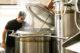 Kijkje in de brouwketel   bas jacob hoofdbrouwer microbrouwerij gulpener brouwlokaal 80x53