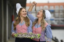 Groothandel Makro sleept eerste vaatje Hollandse Nieuwe in de wacht