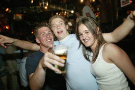 Strenge controle drinkende jeugd Vierdaagsefeesten