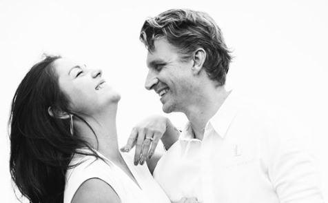 Dating restaurant medewerker Aziatische Kisses internationale dating site