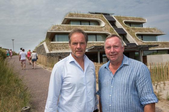 Hoteliers Peter Bommeljé (l) en Michel Kloeg (l) - Foto: Peter Roek