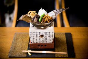 Yamazato: expositie van houtsnijwerk en sake proeverij