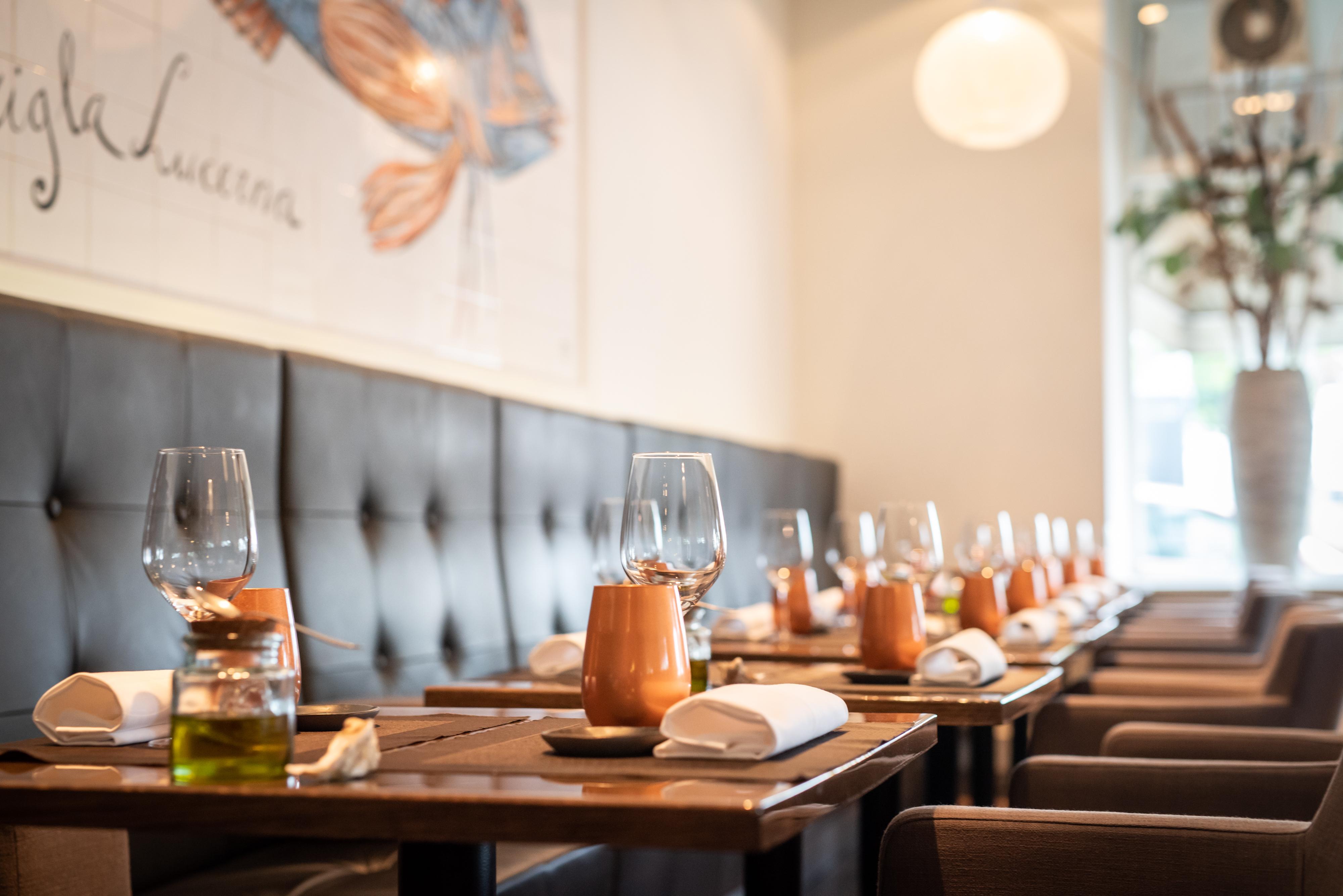 20 jaar Restaurant Zeezout: Rotterdam op het menu; linnen van tafel