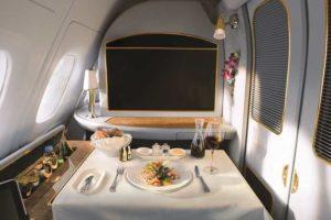 Emirates biedt passagier kijkje achter de schermen bij catering