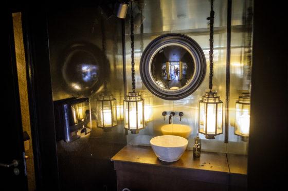 (C) Roel Dijkstra Fotografie / Foto : Fred LibochantDen haag / The old Jazz / restaurant / sanitair toilet