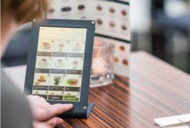 Winkel van Sinkel: minder personeel nodig door menukaart op tablet
