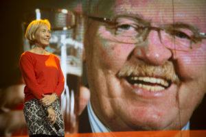 Gastvrijheidsbeeldje Café Top 100 omgedoopt tot Dick Wildeman Trofee