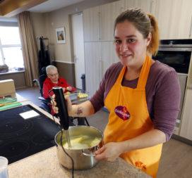 Kookdame brengt huiselijkheid in de zorg