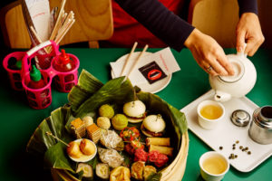Happyhappyjoyjoy-zaken van IQ Creative: Asian high tea