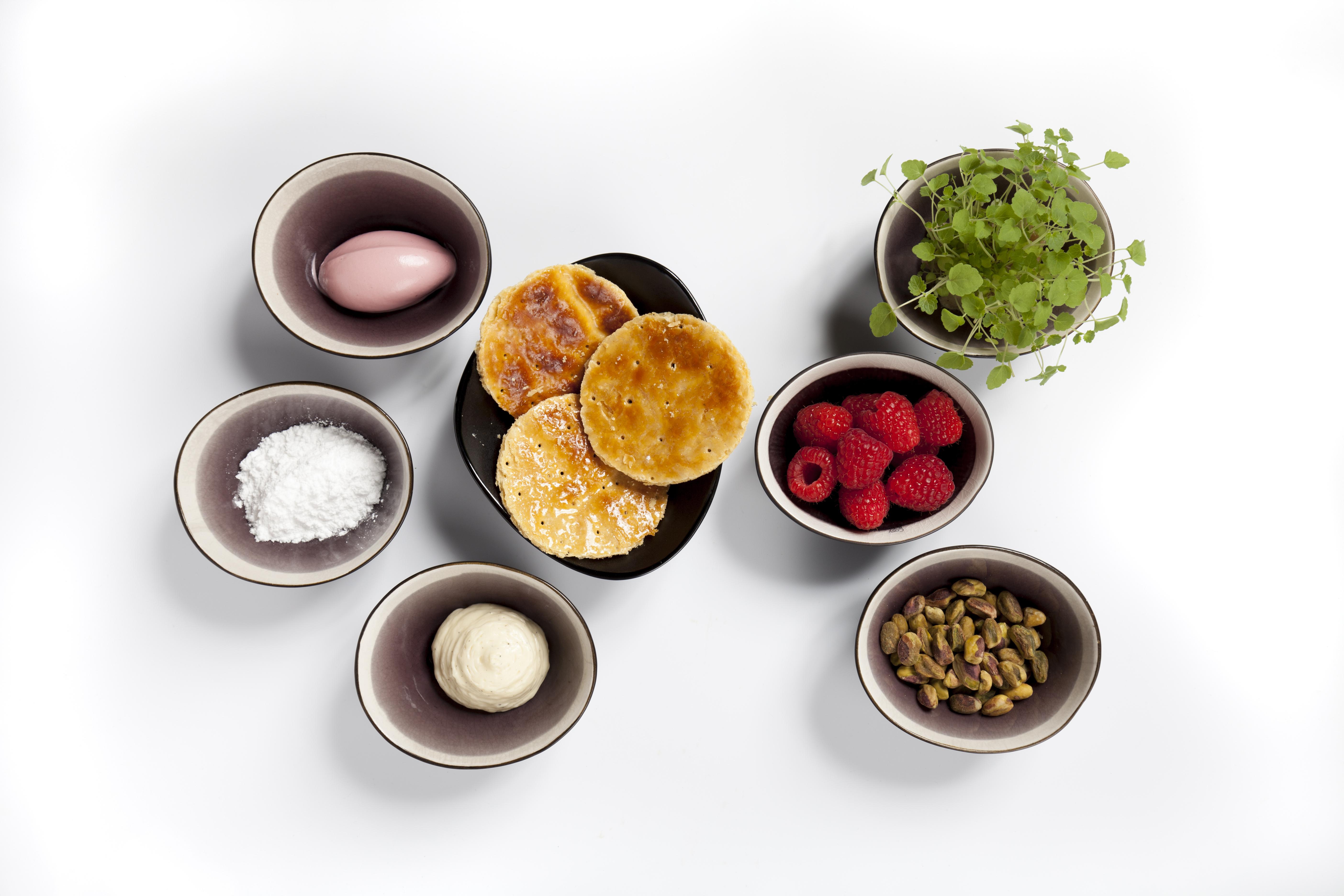 Roodfruit en crème suisse