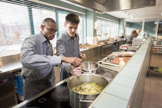 'Bij Ipse de Bruggen zijn alle cateringmedewerkers bijzonder'