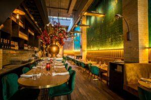 Horecainterieur: Fenicie, restaurant met visagiste op het damestoilet