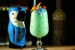 Twee cocktailrecepten met advocaat: The Eighties Slammer en Canary Flip