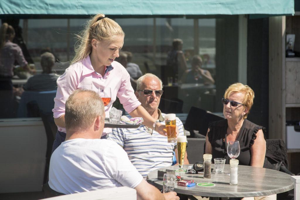 Terras Top 100 2015 winnaar Restaurant Van Speijk in Egmond aan Zee van Arnoud Schimmel en Alexandra Viersma