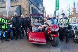 Motorclub brengt eerste asperges naar Restaurant De Zwaan