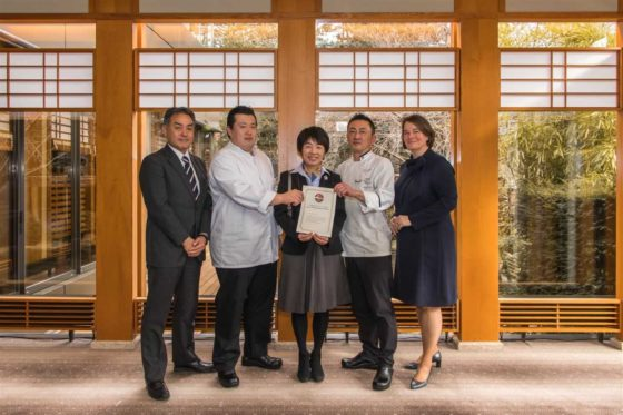 Yamazato en Sazanka ontvangen certificaat voor gebruik authentiek Japanse ingrediënten