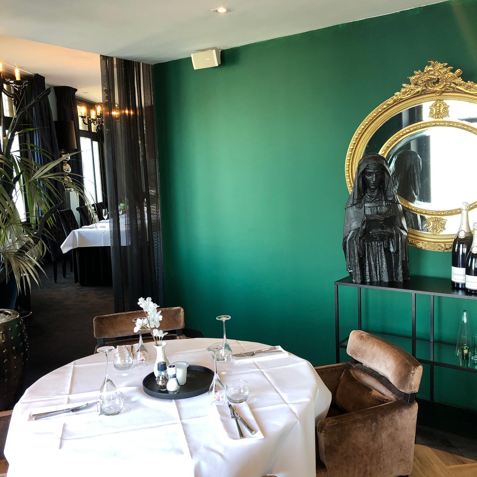 Inkoop Interieur Accessoires.Restro Bellevue Opent Na Restyling Restaurant Blanc