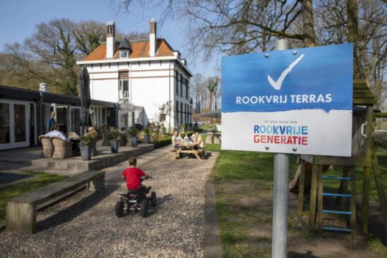 Veel steun voor rookvrij beleid: steeds meer terrassen (deels) rookvrij