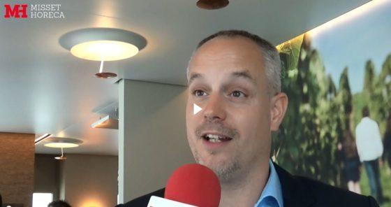 Rik Jansma draagt voorzittershamer JRE over