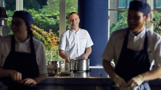 Sander Bierenbroodspot weg bij Bluespoon in het Andaz hotel