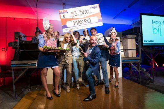 Veiling eerste vaatje haring levert 95.500 euro op