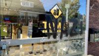 Tom's Cafetaria in Leeuwarden beklad: 'Aanleiding is verplichte QR-scan'